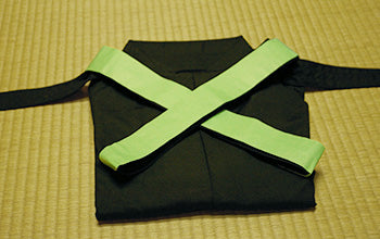 How to put on and fold Hakama 12