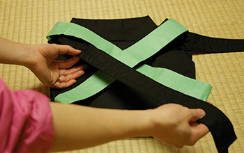 How to put on and fold Hakama 13