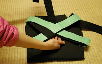 How to put on and fold Hakama 14