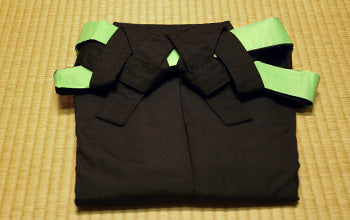 How to put on and fold Hakama 18