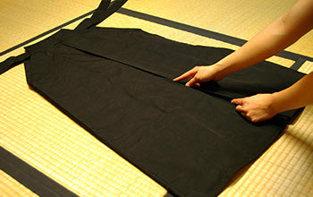 How to put on and fold Hakama 02