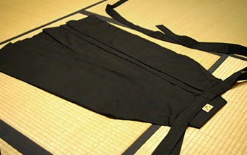 How to put on and fold Hakama 04