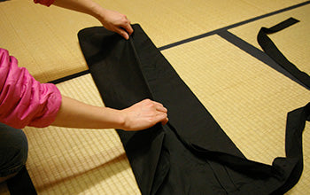 How to put on and fold Hakama 05