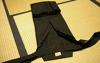 How to put on and fold Hakama 06