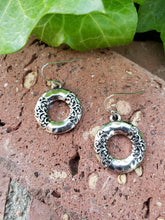 Filagree circle earrings
