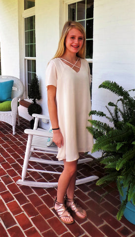 Solid short sleeve crisscross v-neck dress with pockets