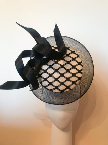 3D Percher Disc in Black and White with Crin Halo and Black Swirls