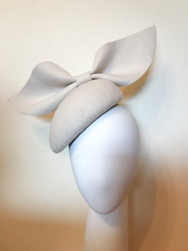 Kate - Cream Wool Felt Side Hugger with Oversized Bow