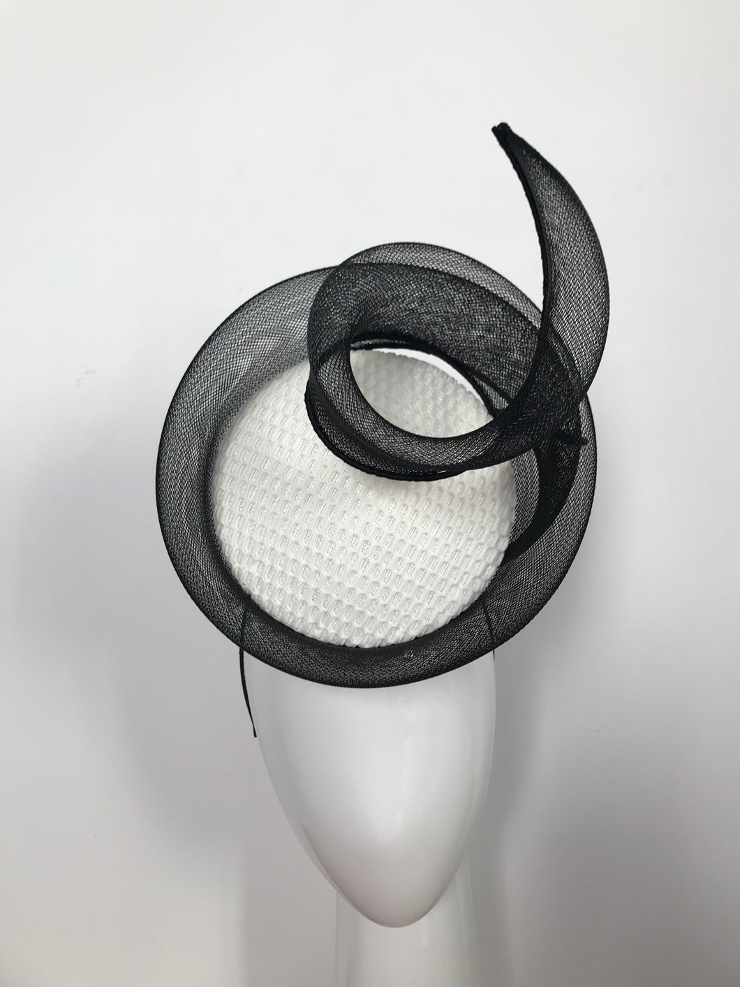3D Percher Disc in White with Black Crinoline Swirl