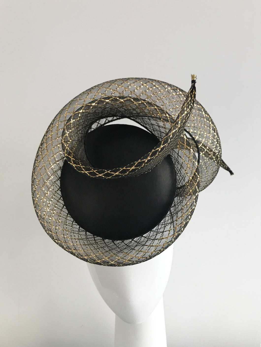 3D Percher Disc in Black Leather with Black and Gold Crinoline Swirl