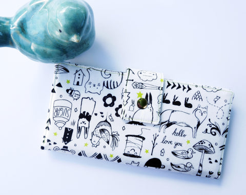 Ladies wallet in doodle fabric