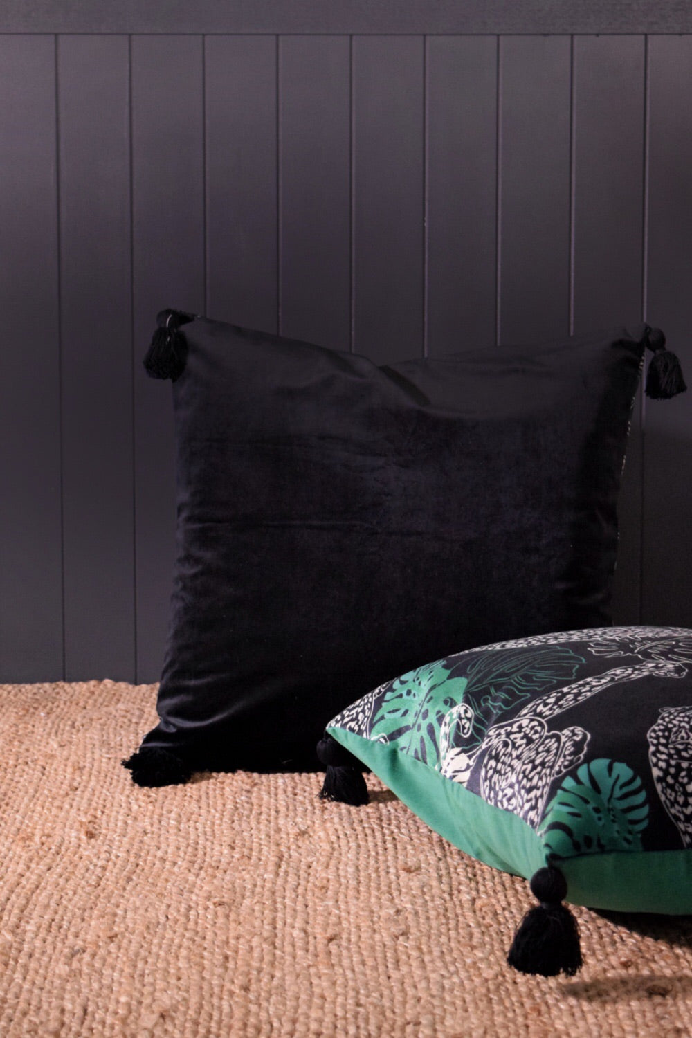 Leopard velvet cushion BLACK back