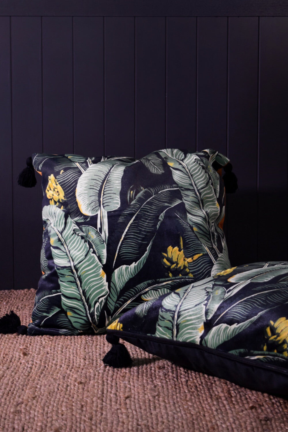 Jungle palm velvet cushion BLACK back