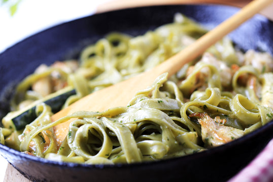 Spinach Marinated Pasta with Sliced Chicken
