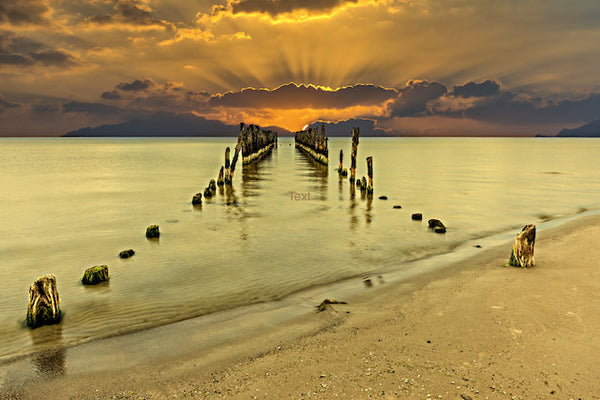 PIER REMNANTS INTO GOLDEN HORIZON