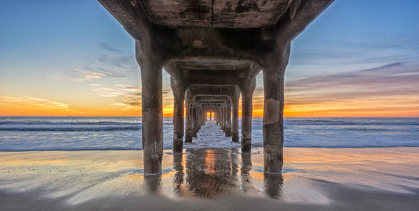 PIER IN MANHATTAN BEACH, CALIFORNIA