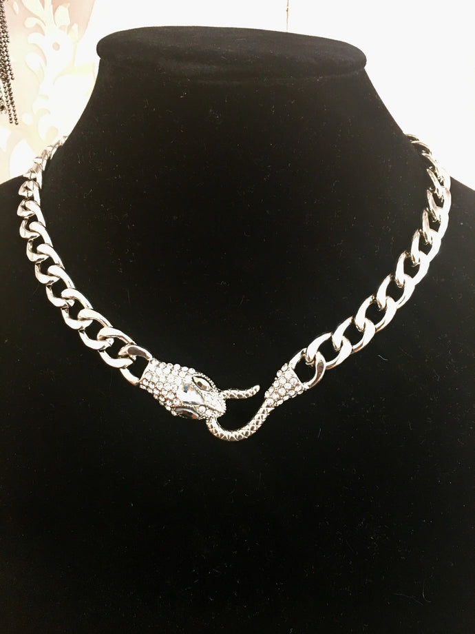 Snake Short Chain Necklace