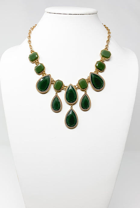 Green Teardrop Necklace Set