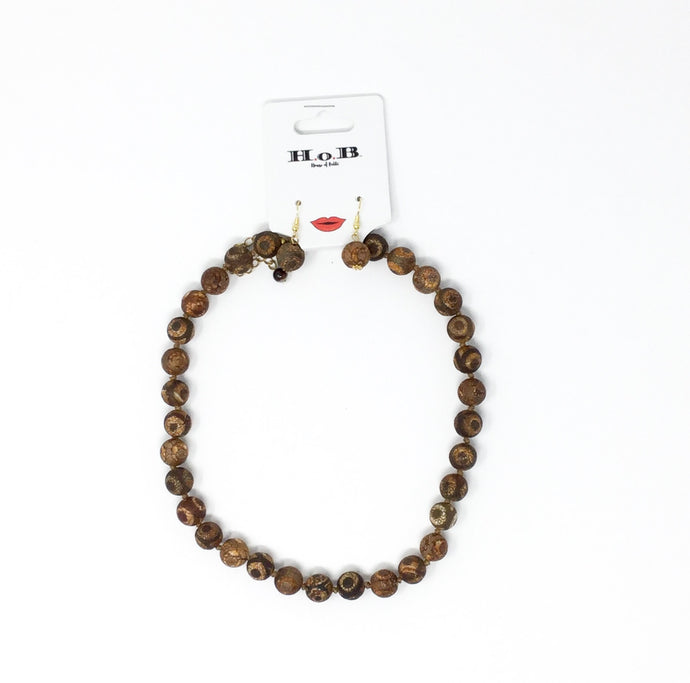 El natural bead necklace