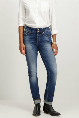 Caro Curved High Waist Jeans