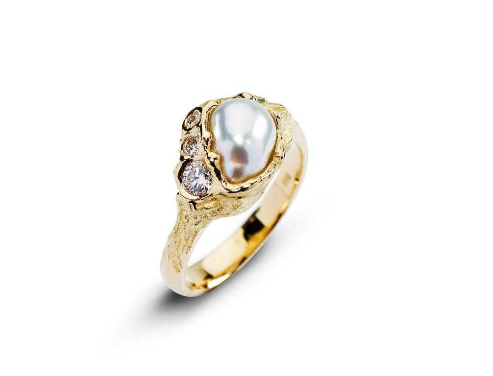 Kalgoorlie Yellow Gold Diamond and Pearl Ring
