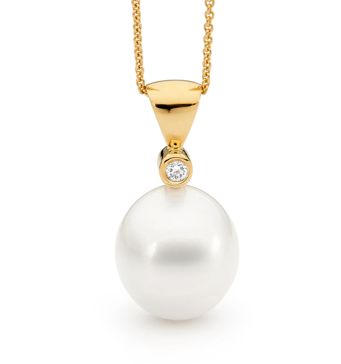 Classic Pearl and Diamond Pendant