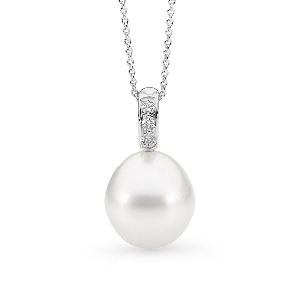 Oval Shaped Australian Pearl Pendant pearl jewellery online jewellery shop buy jewellery online jewellers in perth perth jewellery stores wedding jewellery australia