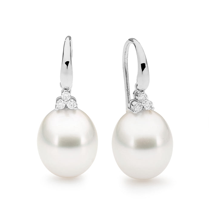 Trefoil pearl earrings