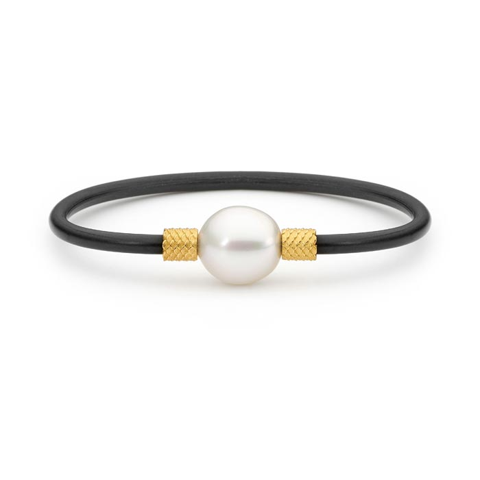 18ct Yellow Gold Oval Pearl Scalloped Bangle