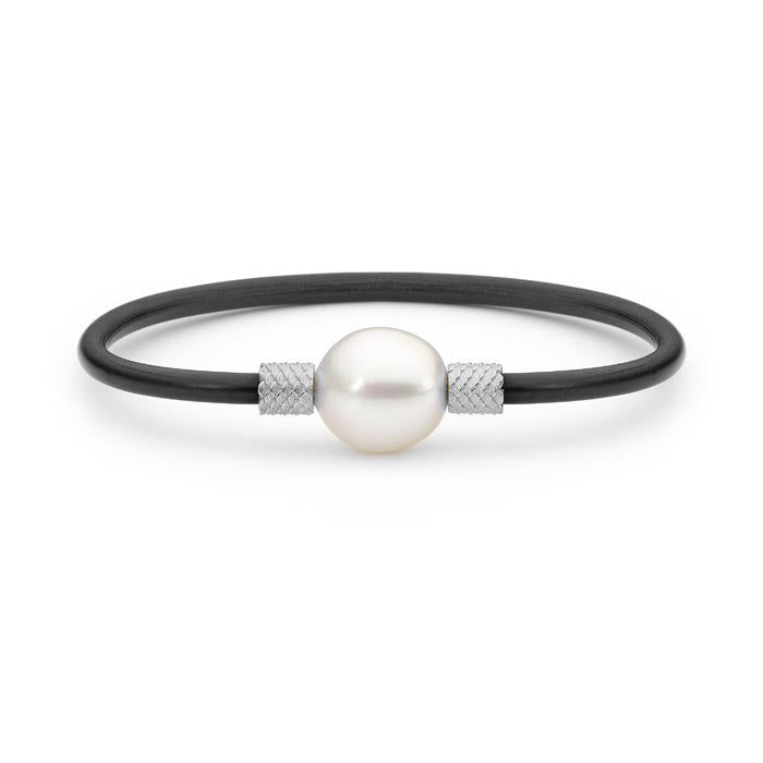 18ct White Gold Oval Pearl Scalloped Bangle