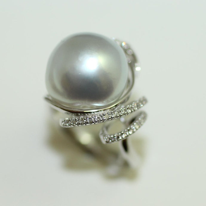 18ct White Gold Pearl & Diamond Ring