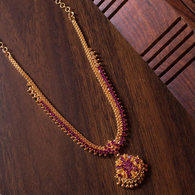 Sparklying gold plated necklace