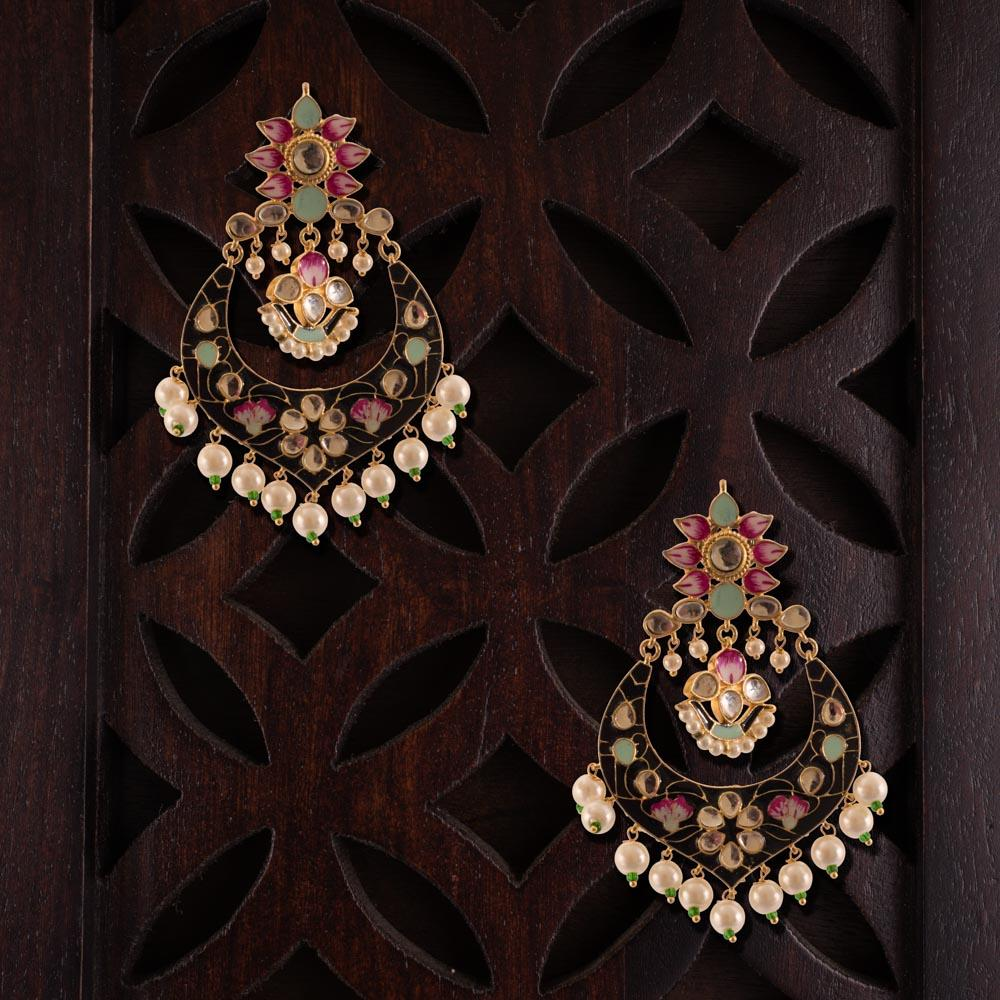 Bright pattern heavy wear earrings