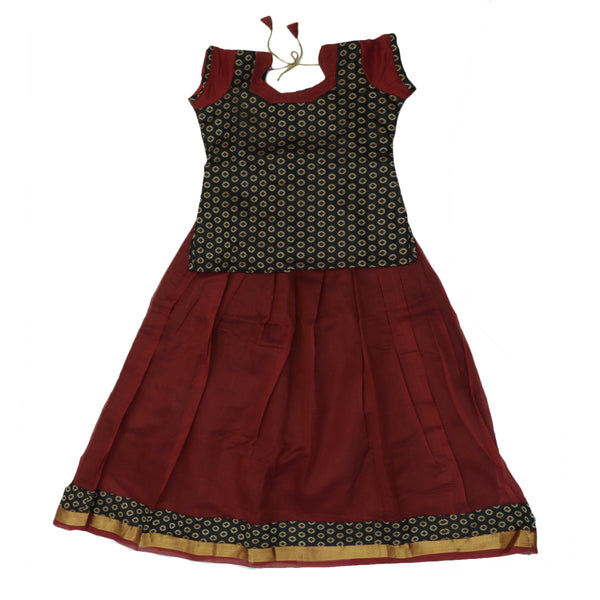 Paavadai Sattai - Black and Maroon with Flower and Wave Zari border ( 10 years)