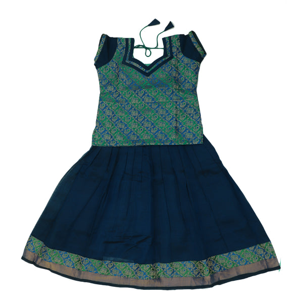 Paavadai Sattai-Green and Blue with Embossed and Blue with zari border(5 years)