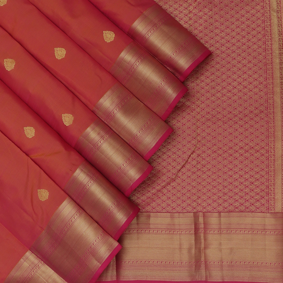 kanjivaram Silk Saree Dual shade of Pink and Honey color with Butta and Zari border