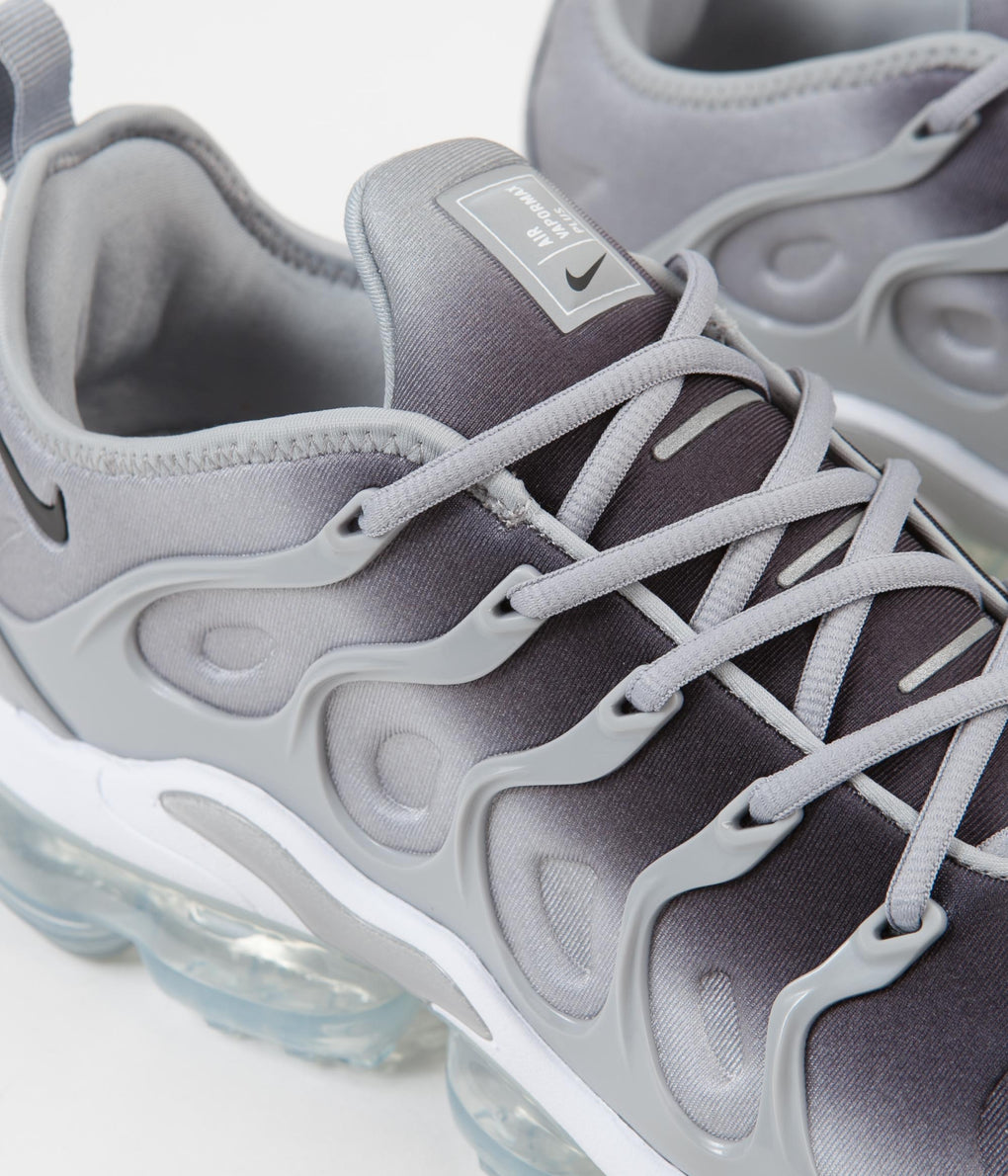 Nike Air VaporMax Plus Shoes - Wolf Grey / Black - White