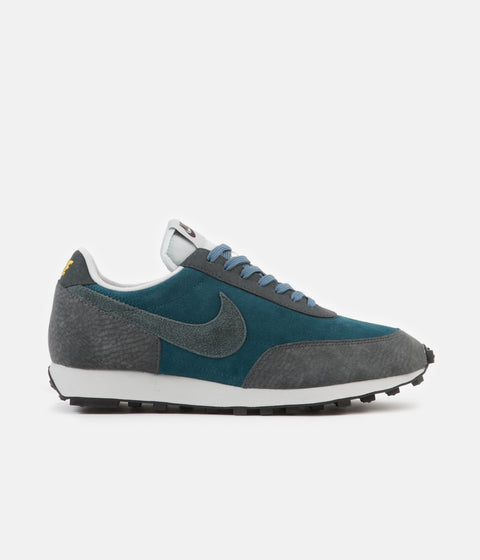 Nike Daybreak Shoes - Midnight Turquoise / Seaweed - Dark Smoke Grey