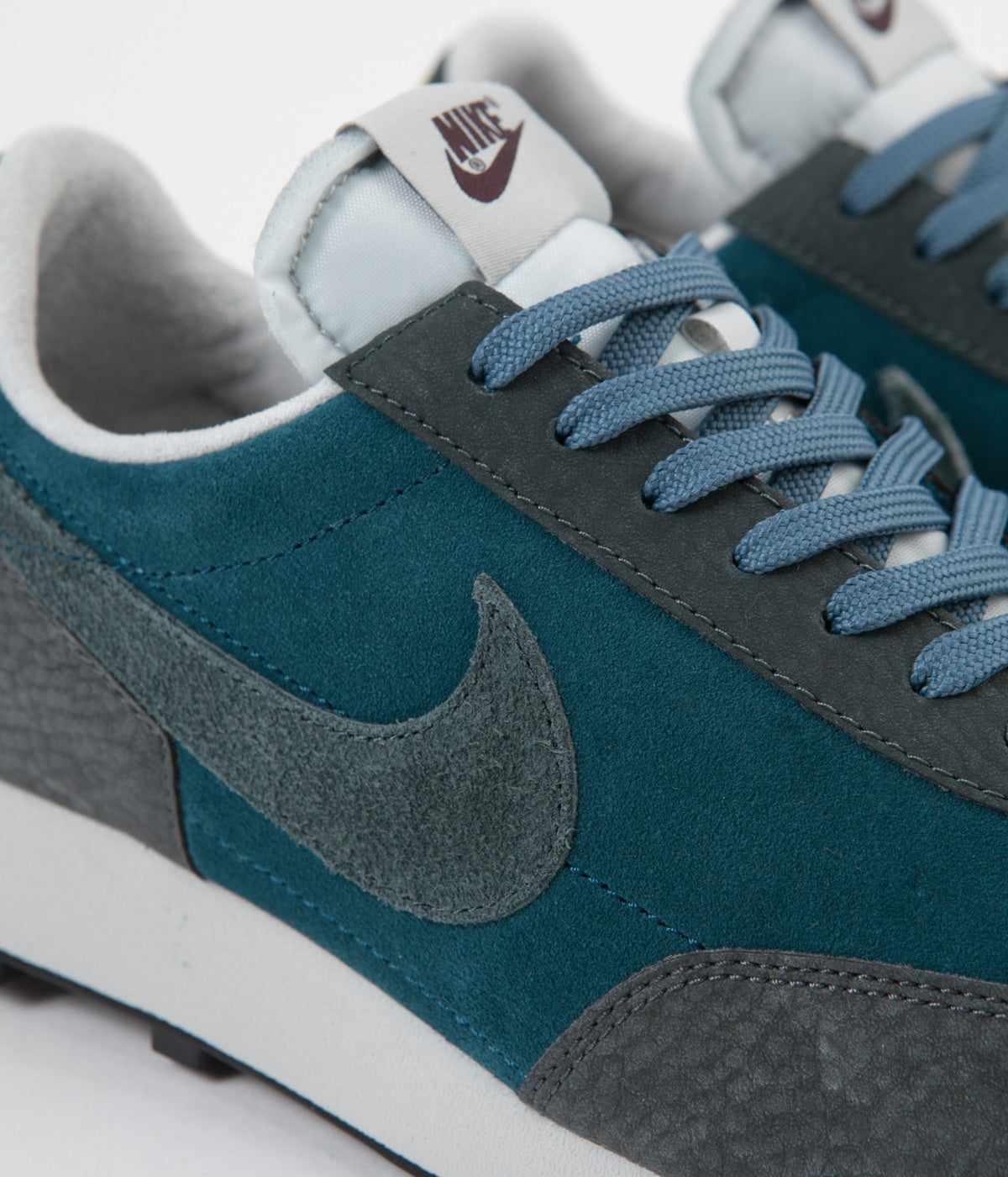nuez Sembrar peligroso  Nike Daybreak Shoes - Midnight Turquoise / Seaweed - Dark Smoke Grey |  Always in Colour