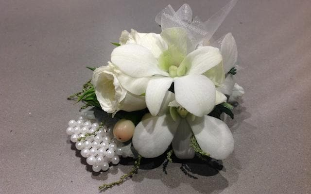 Real Florist. Real Flowers. Melbourne Online Delivery. Same Day | Wristlet | Corsage