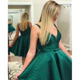 Elegant Green V Neck Short Graduation Dress with Straps Cocktail gown Homecoming Dress