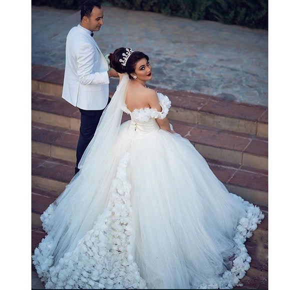 Amazing Off the Shoulder Ivory Wedding dresses With Handmade Flowers Princess Ball Gown Bridal Dresses