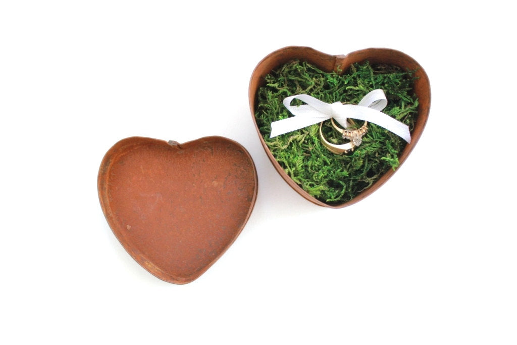 Rustic Ring Box . wedding ring box . ring bearer box . heart shaped box . fall wedding decor . ring pillow alternative . moss wedding decor