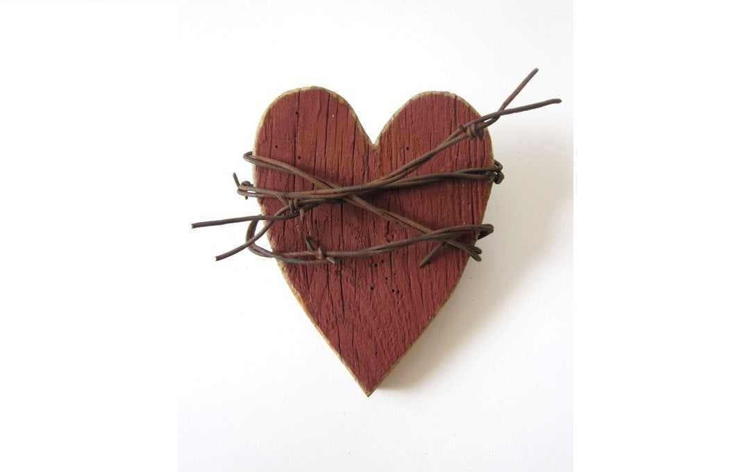 Rustic Heart . Red Heart . Wooden Heart Wall Decor . barbed wire art - 5th anniversary gift - rustic wedding decor . rustic home decor