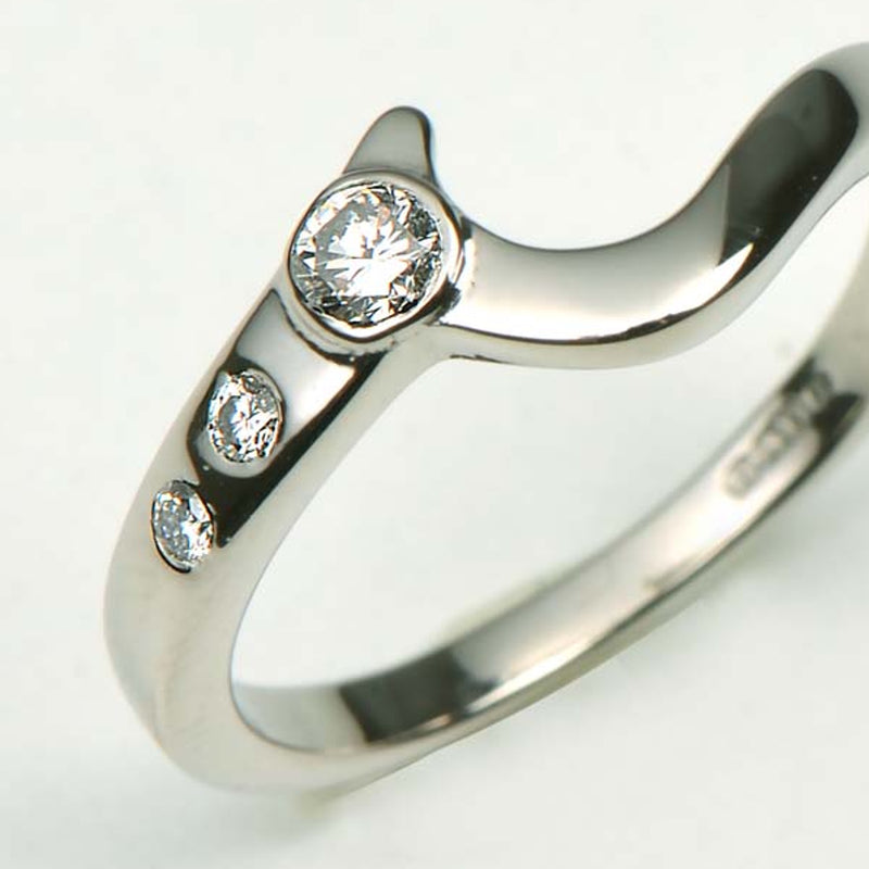 Shaped wedding ring using the customer's diamonds