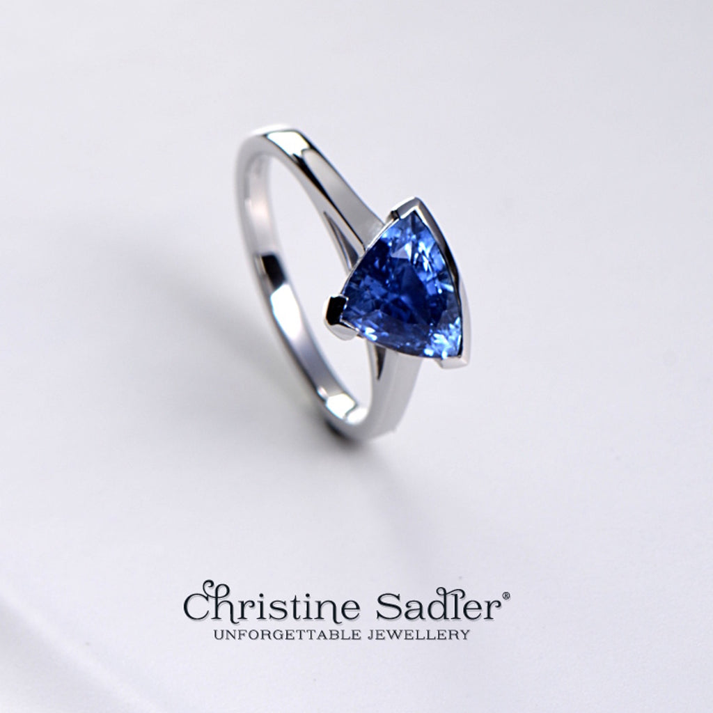 Slingshot commission ring - Ceylon sapphire in 18ct white gold