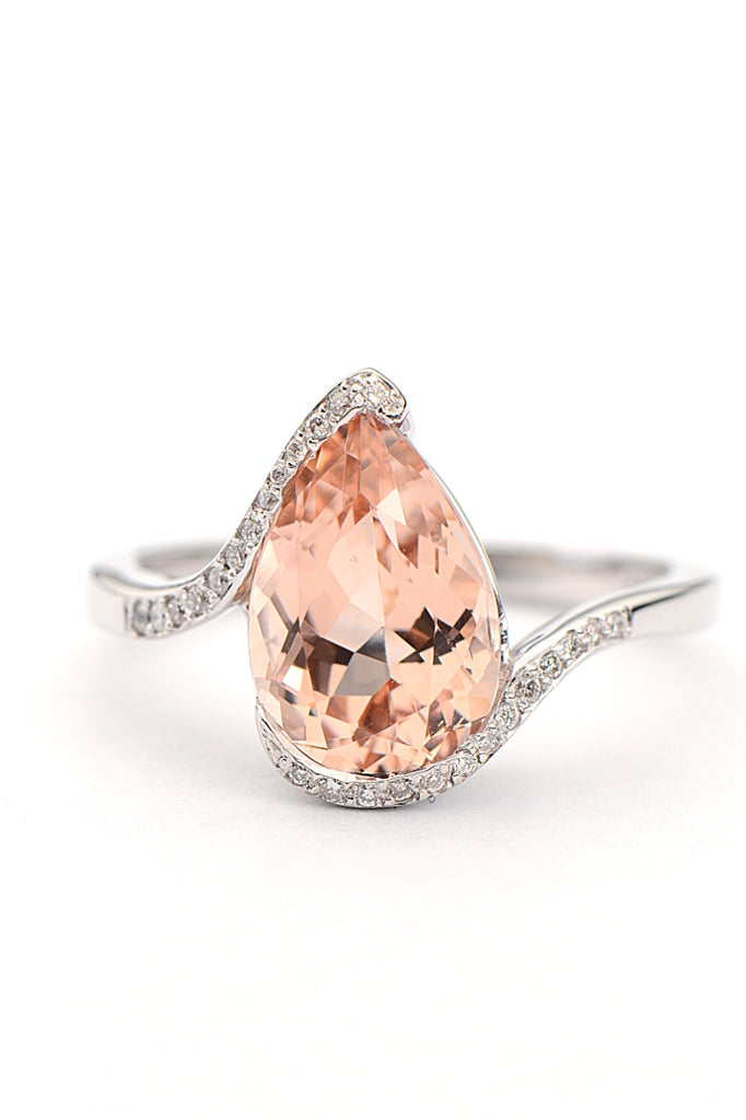 morganite-engagement-ring-pear-cut