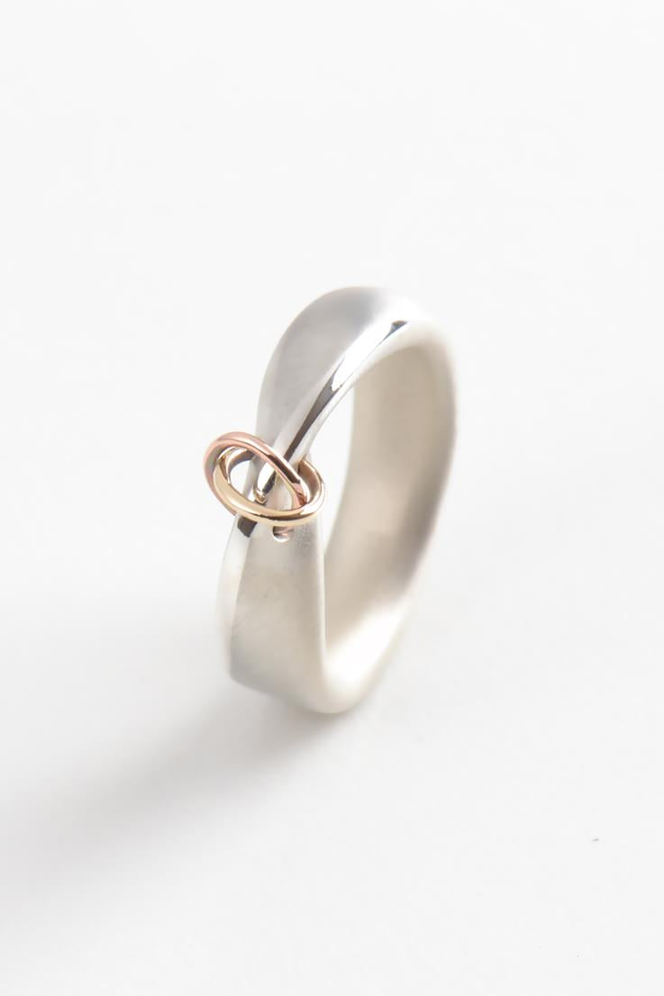 Embrace narrow ring - Unforgettable Jewellery