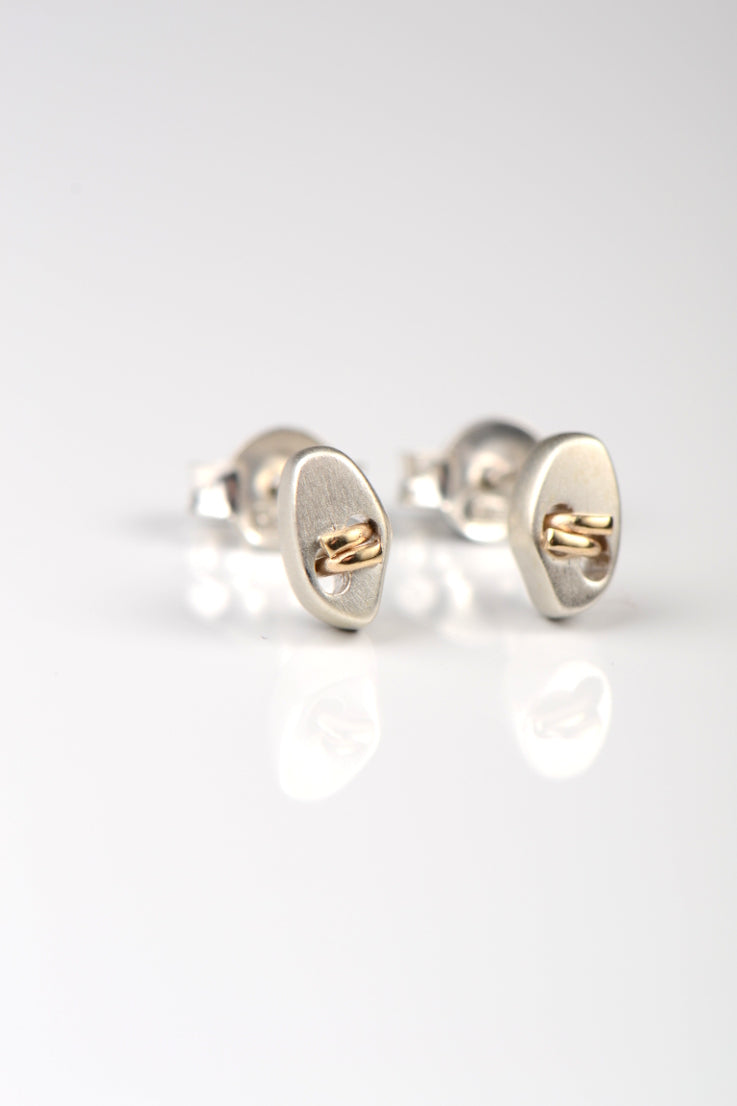 Embrace studs - Unforgettable Jewellery