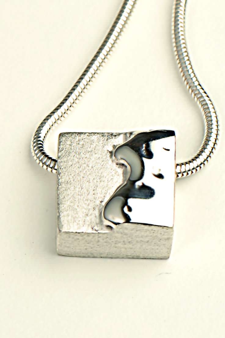 Melt square pendant